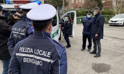 Risse in stazione, le unità mobili della polizia locale aumentano i controlli nella zona