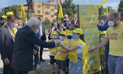 Studenti bergamaschi incontrano il presidente Mattarella e gli donano un sacchetto di grano