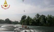 Vigili del fuoco salvano ragazzi intrappolati in mezzo al fiume Oglio