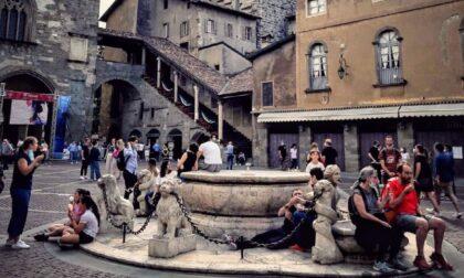 Un 2 giugno da tutto esaurito in Città Alta. E si rivedono i turisti stranieri (pochi)