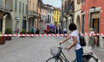 Camion trancia un tubo del gas in centro a Treviglio: i residenti lasciano le case
