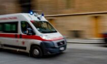 Volo di tre metri in un cantiere a Cividate al Piano: 56enne con fratture a testa e viso