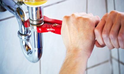 """Non si trovano più idraulici e posatori: servono urgentemente dei """"bocia"""""""