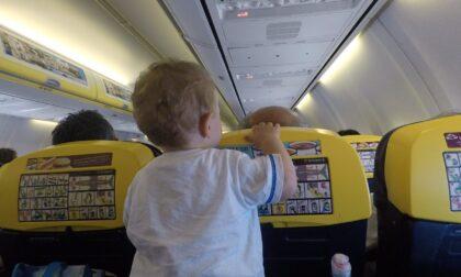 Posti vicini ai bambini solo a pagamento: l'Enac avvia una verifica sui voli low cost