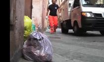 Arriva l'estate (e il caldo): gli orari per evitare che l'immondizia rimanga a lungo in strada