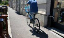 Sedie sul marciapiede per rallentare i ciclisti, Ribolla: «Perché è stato multato il locale?»