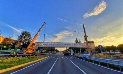 Il muro d'asfalto tra Campagnola e Malpensata è caduto sotto una passerella