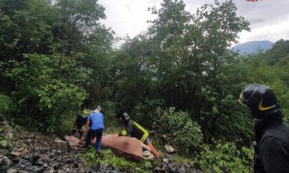 Asino si perde e cade in un dirupo a Gandino: salvato dai vigili del fuoco in elicottero