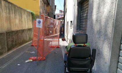 Ponte San Pietro, che polverone per i lavori in via Piazzini! Le critiche di Aurelio, disabile