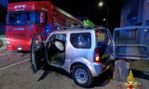Frontale nella notte a Zogno tra un camion e una jeep: coinvolti due giovani