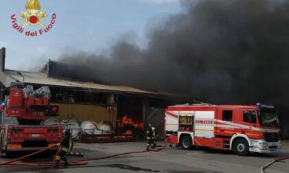 Maxi incendio alla GiòStyle, completata la bonifica. Il rogo forse per un cortocircuito