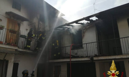 A fuoco una corte nel centro di Martinengo: due famiglie evacuate, nessun ferito