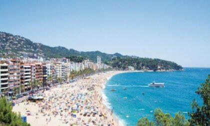 Ragazzi bergamaschi positivi al Covid in Spagna: costretti a dormire in spiaggia