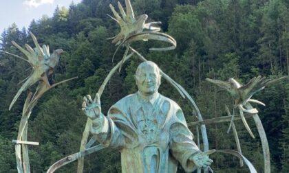 Il ritorno di Papa Giovanni in Val di Scalve: a Colere installata la statua di Tommaso Pizio