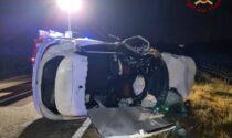 Schianto nella notte tra quattro veicoli: due giovani feriti, uno è grave