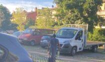 Nomadi nel parcheggio di via per Orio, il Comune: «Intervenuti subito, se ne sono andati»
