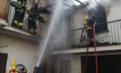 Dà fuoco a casa propria nel centro di Martinengo, arrestato