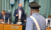 Non tutti hanno la mascherina: il video dello scontro in Consiglio comunale tra l'ex Ministro Scajola e i carabinieri