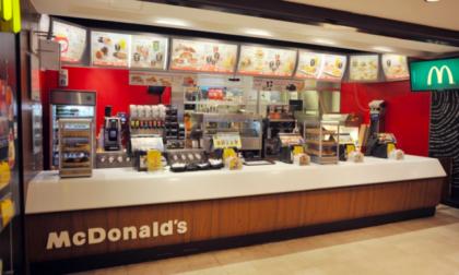 Nonostante la crisi, anche McDonald's fatica a trovare personale da assumere