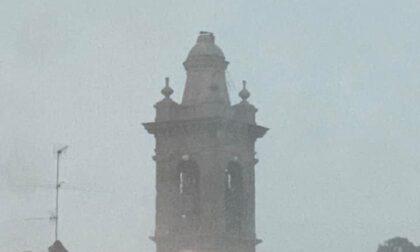 Foto e danni del nubifragio sulla Bergamasca: a Treviolo crolla la statua del campanile