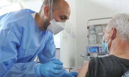 Terza dose di vaccino: in Lombardia si pensa di iniziare le somministrazioni tra dieci giorni