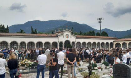 A Nembro in centinaia hanno detto addio a Daniele, 25enne morto in un incidente a Ranica