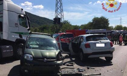 Schianto fra tre automobili tra Nembro e Albino: quattro feriti, tra loro anche un bimbo
