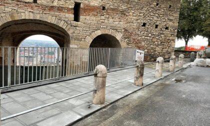 Porta San Giacomo, non convince la nuova ringhiera: «Balaustra da villetta a schiera»