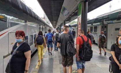 """Trenord """"taglia"""" in anticipo di una settimana le corse: proteste social dei pendolari"""