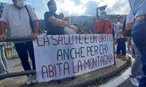 Le foto del corteo di cittadini e sindaci per sostenere l'ospedale di San Giovanni Bianco