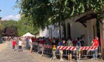 """In migliaia in coda a """"Casa Emergency"""" per salutare un'ultima volta Gino Strada"""
