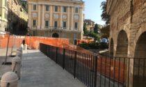 """La """"ringhiera della discordia"""" in Porta San Giacomo è stata zincata (adesso è scura)"""