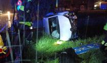 Automobile si ribalta in un campo a lato della strada: ferite mamma e figlia di 10 anni