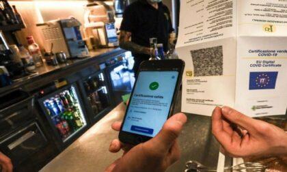 Al bar senza Green Pass, multati cliente e titolare. In via Novelli tre verbali per consumo di alcolici