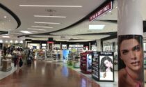 """Rubano profumi pregiati al """"duty free"""" dell'aeroporto: fermati due turisti bielorussi"""