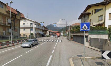 Schianto a Villa d'Almè, ancora gravi l'anziana investita e il motociclista coinvolti