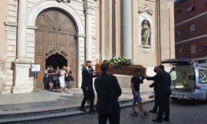 Treviglio saluta mamma Manuela: «Questa tragedia ci insegni a dominare noi stessi»