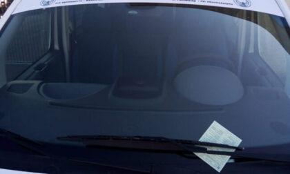 Pulmino per il trasporto dei disabili multato perché... parcheggiato al posto dei disabili