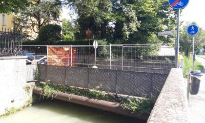 Sarà demolito e ricostruito il ponte che collega piazzale Loverini al quartiere Finardi
