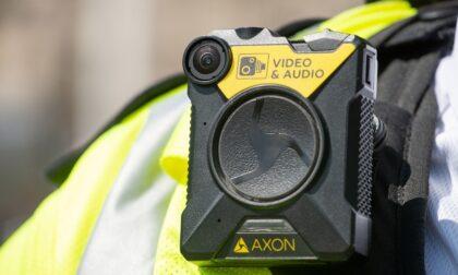 L'Associazione poliziotti italiani dona cinque bodycam e un defibrillatore a Bergamo