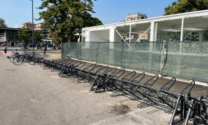 Alla stazione arrivano altri 100 posti per le biciclette: ecco le nuove rastrelliere