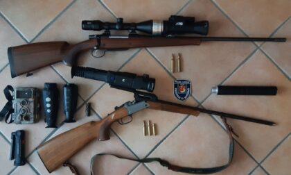 A caccia con visore notturno e silenziatore, ma manca il cinghiale: denunciato bracconiere