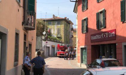 Ponte San Pietro, ladro si lancia dal ponte per sfuggire alle forze dell'ordine: è grave
