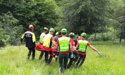 Tragedia in Val di Scalve: muore nel bosco a Vilminore mentre taglia la legna