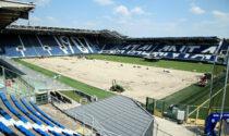 Gewiss Stadium, i lavori di rizollatura procedono spediti: già posata metà erba