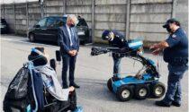 La Polizia esaudisce il desiderio di Davide: vedere in azione il robot anti-esplosivi