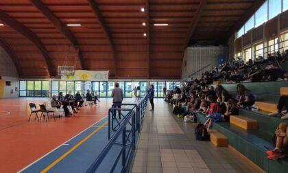 Bosatelli primo ambasciatore a incontrare le atlete di Chorus Volley-Bergamo Academy