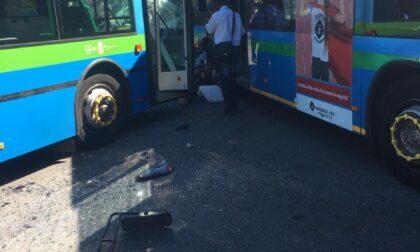 Incidente sul piazzale dei bus a Gazzaniga, ridotta la pena all'autista che travolse tre studenti