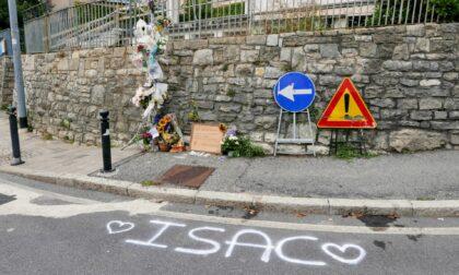 Domani i funerali di Isac, morto a 17 anni dopo un incidente in moto a Monterosso
