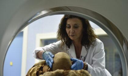 Mummia egizia diAkhekhonsu: dopo la Tac di giugno, domani (21 settembre) una laparoscopia